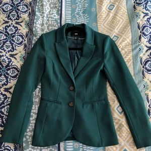Fitted green blazer